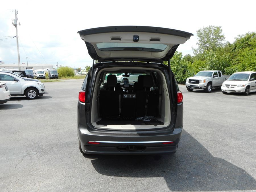 Gray Chrysler Pacifica image number 23
