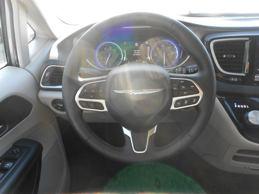 Silver Chrysler Pacifica image number 9