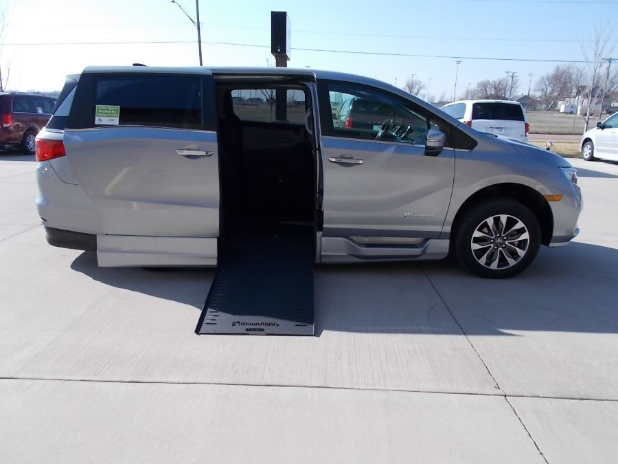 Silver Honda Odyssey with Side Entry Automatic In Floor ramp