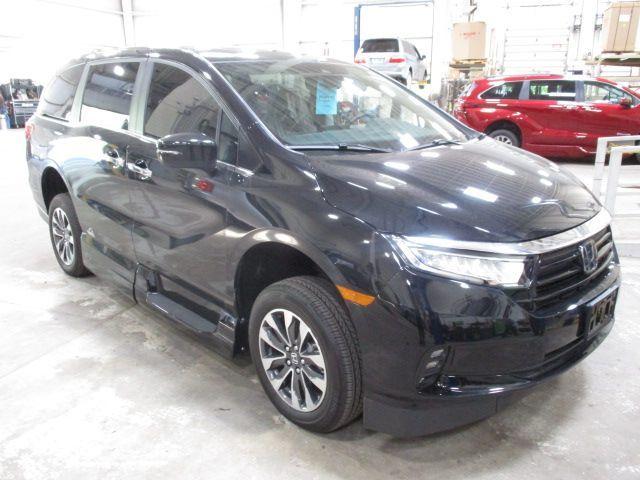 Black Honda Odyssey image number 2