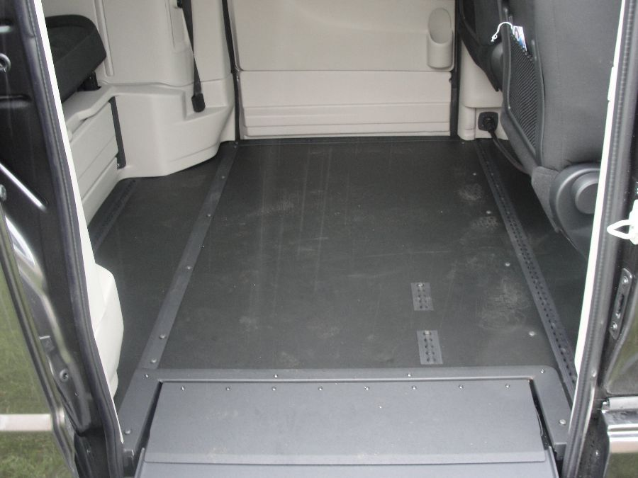 Gray Dodge Grand Caravan image number 18