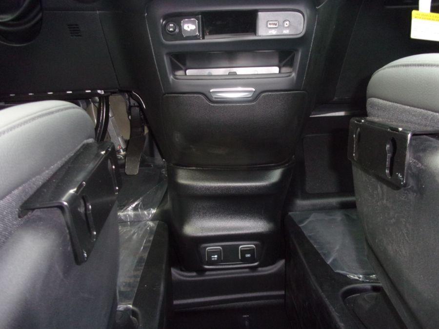 Black Chrysler Pacifica image number 12