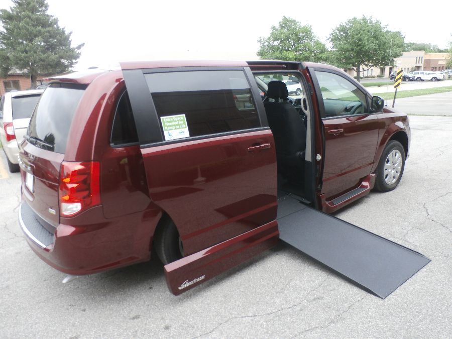 Red Dodge Grand Caravan image number 41
