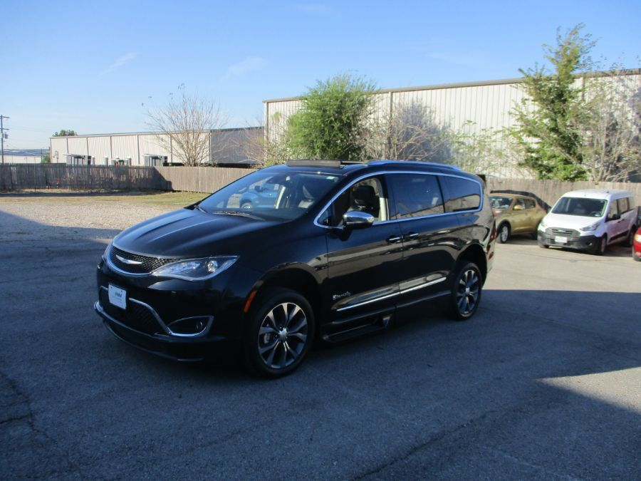 Black Chrysler Pacifica image number 10