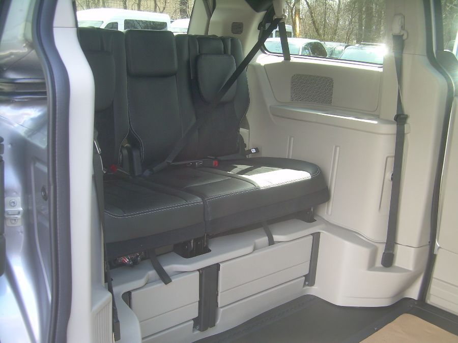 Silver Dodge Grand Caravan image number 14