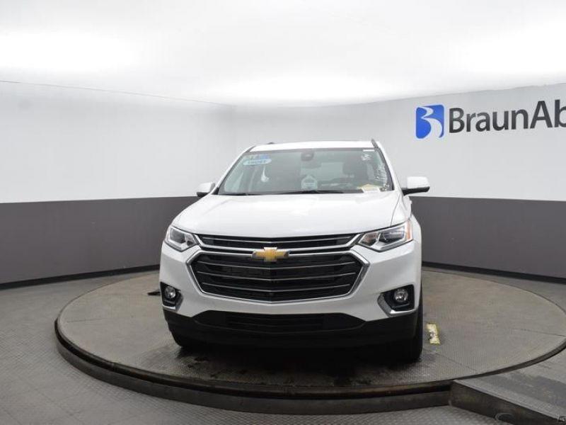 White Chevrolet Traverse image number 2