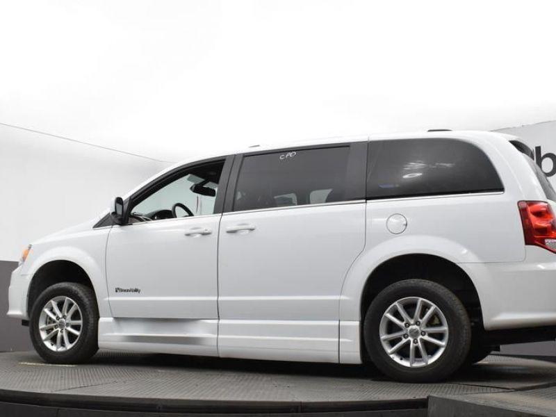 White Dodge Grand Caravan image number 13