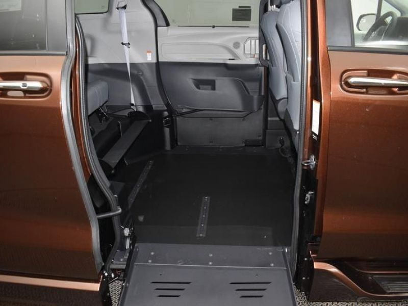Orange Toyota Sienna image number 8