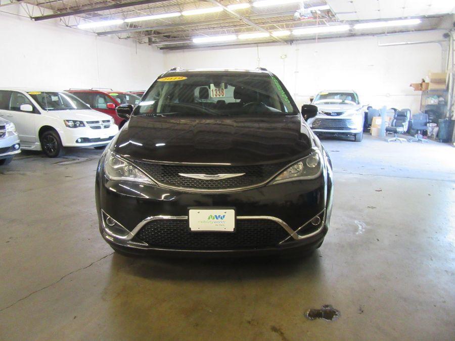 Black Chrysler Pacifica image number 1