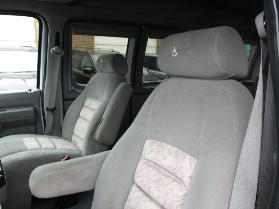 White Ford E-Series Cargo image number 19