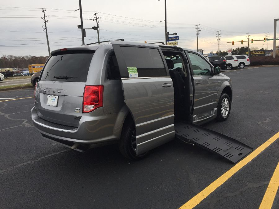 Silver Dodge Grand Caravan image number 32