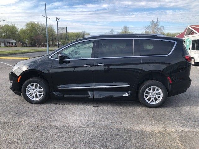Black Chrysler Pacifica image number 7