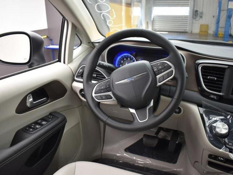 White Chrysler Voyager image number 11