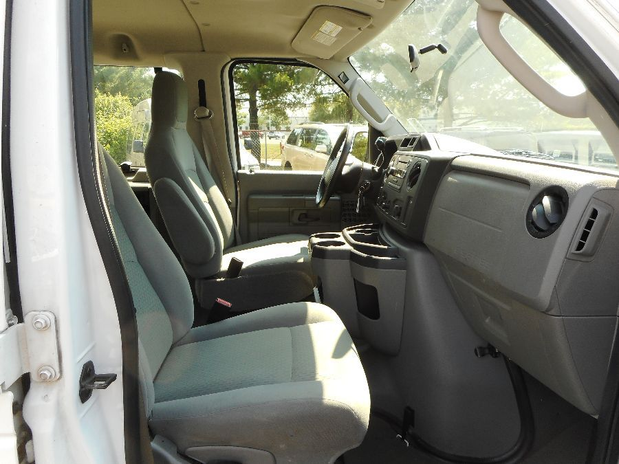 WHITE Ford E-350 image number 13