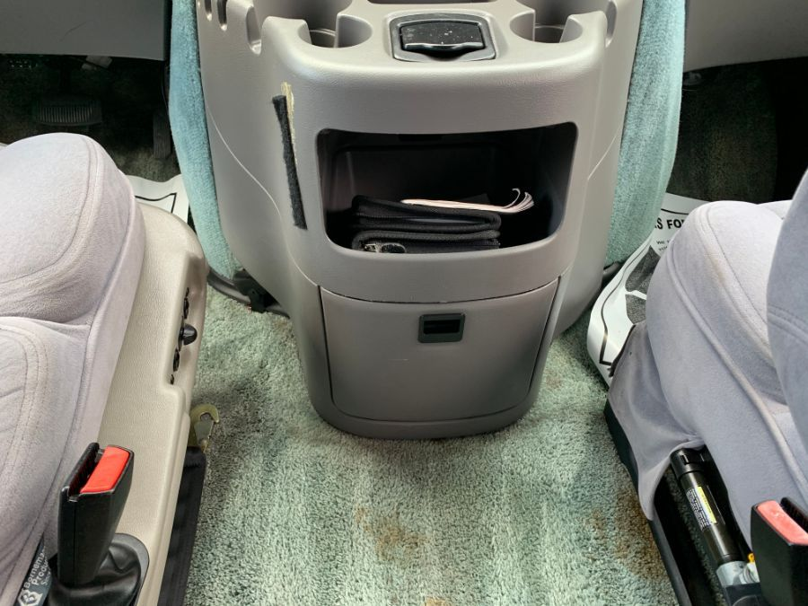 Ford E-150 image number 15