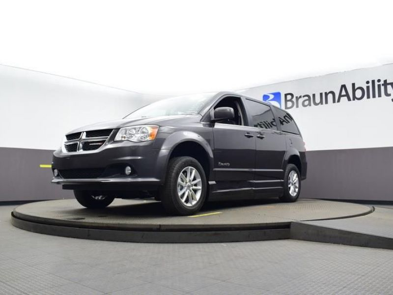Gray Dodge Grand Caravan image number 17