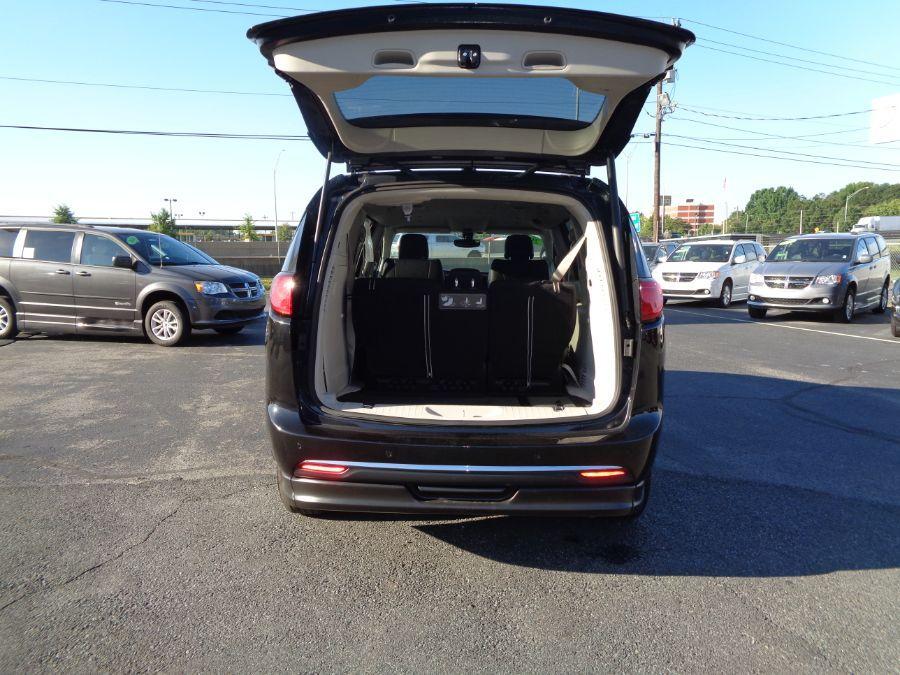 Black Chrysler Pacifica image number 6