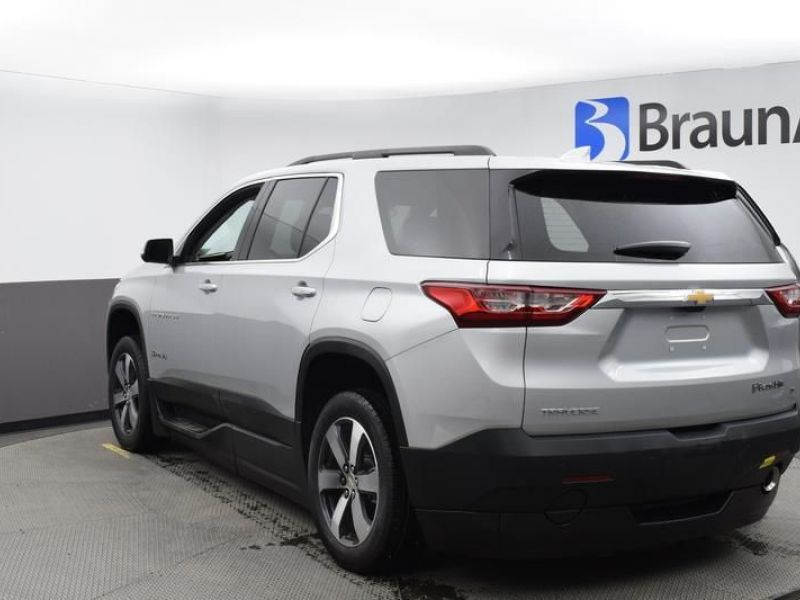 Silver Chevrolet Traverse image number 7