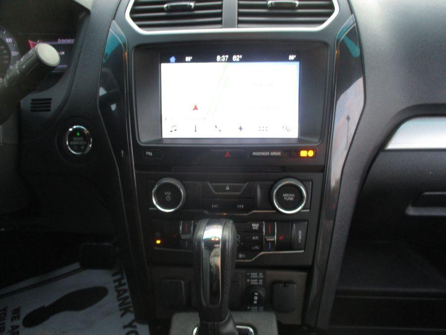 Black Ford Explorer image number 8