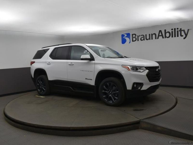 White Chevrolet Traverse image number 13