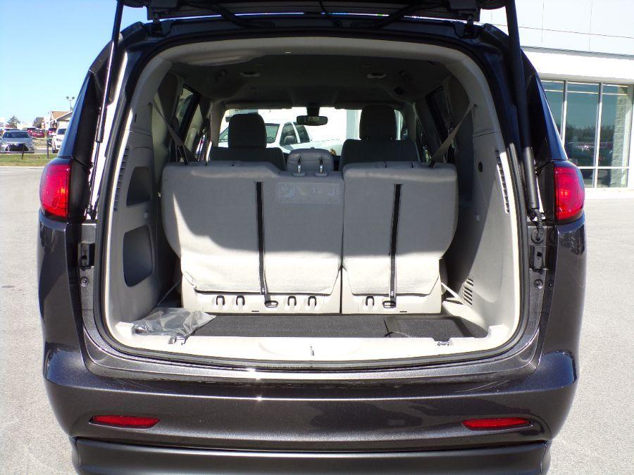 Gray Chrysler Voyager image number 16