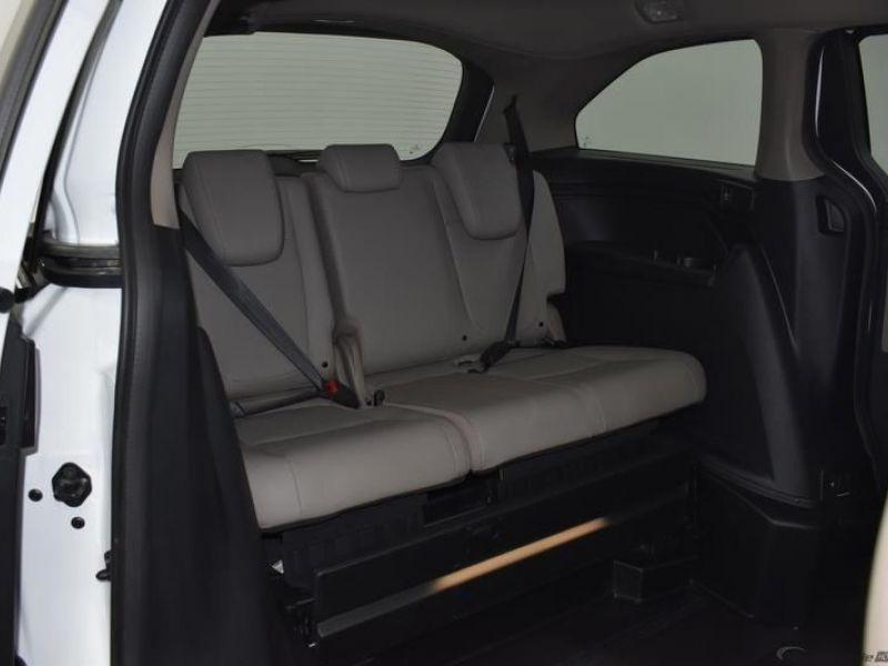 White Honda Odyssey image number 8