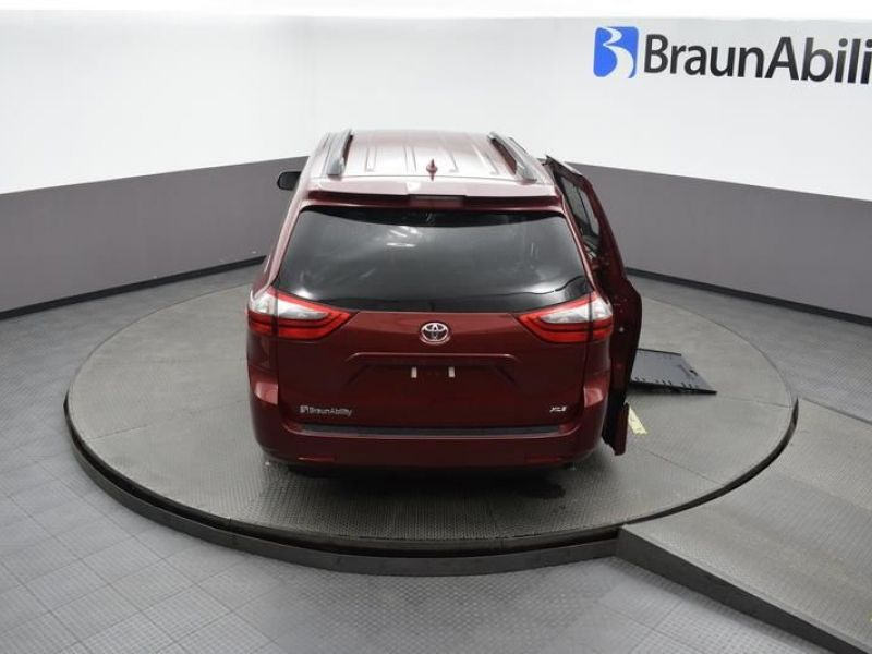 Red Toyota Sienna image number 22