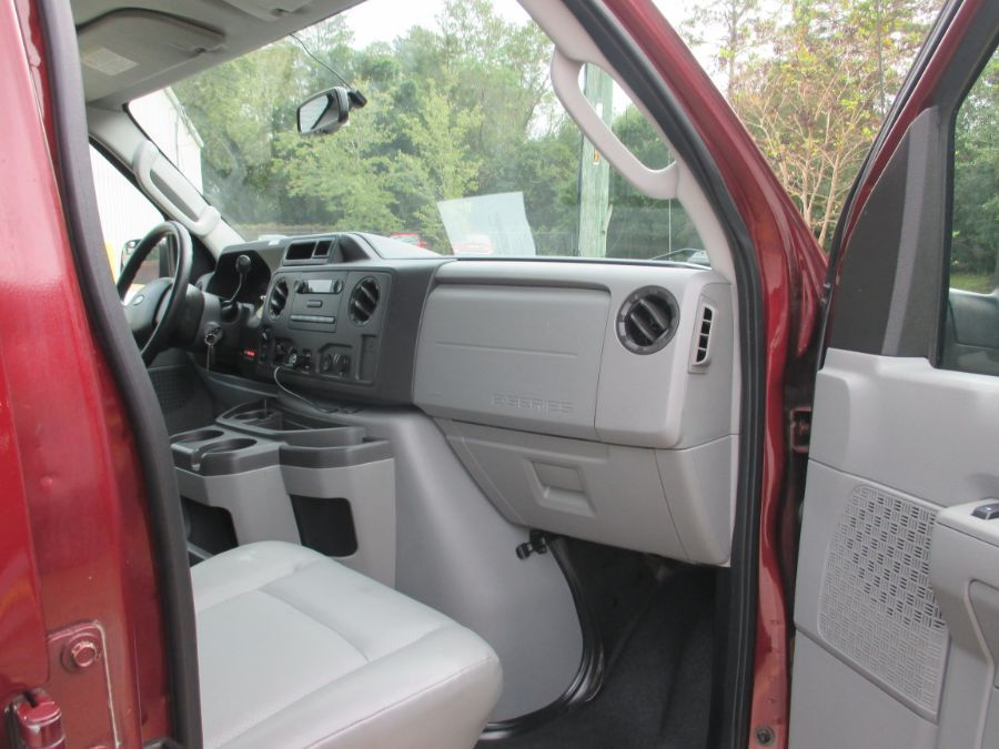 Red Ford E-Series Cargo image number 11