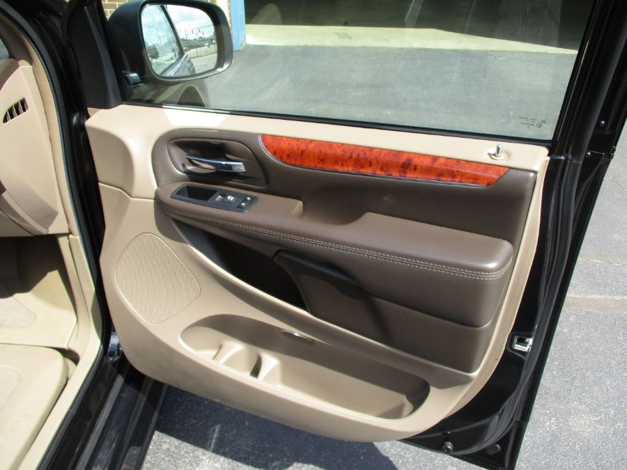 Black Chrysler Town and Country image number 24