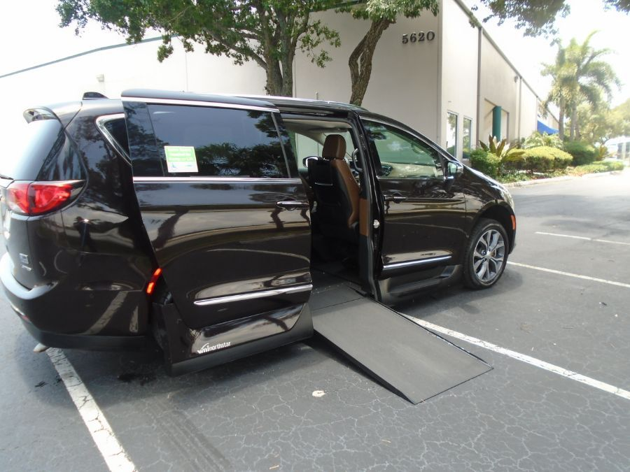Brown Chrysler Pacifica image number 2
