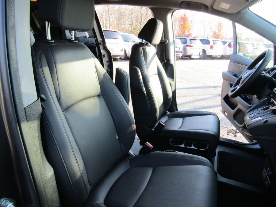 Gray Honda Odyssey image number 11