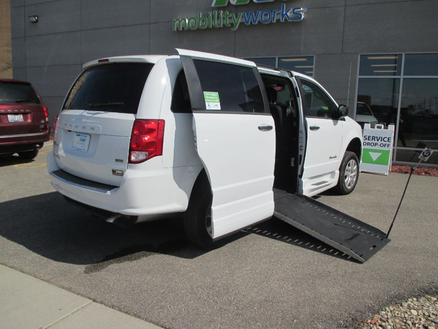 White Dodge Grand Caravan image number 23