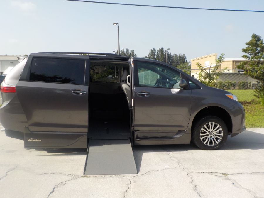 Gray Toyota Sienna image number 7