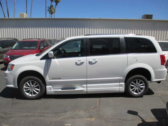 White Dodge Grand Caravan image number 3