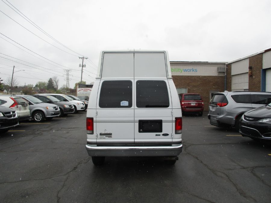 White Ford E-Series Cargo image number 3