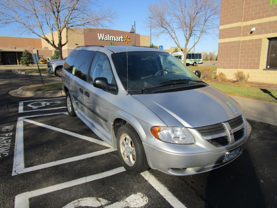 Dodge Grand Caravan image number 1