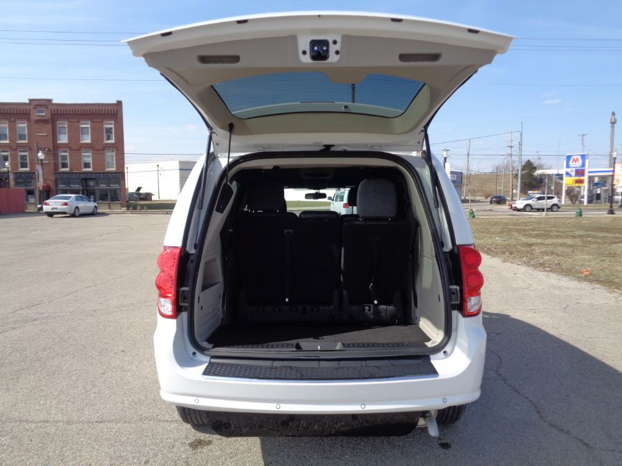 White Dodge Grand Caravan image number 22