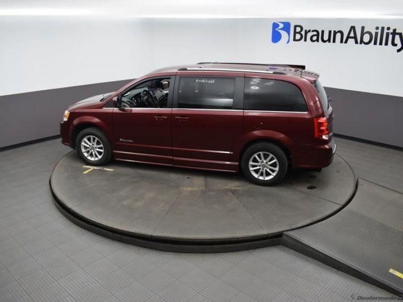 Red Dodge Grand Caravan image number 22