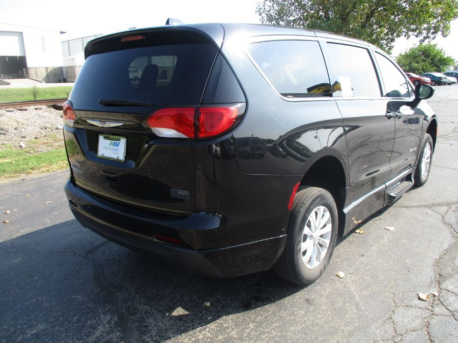 Black Chrysler Pacifica image number 5