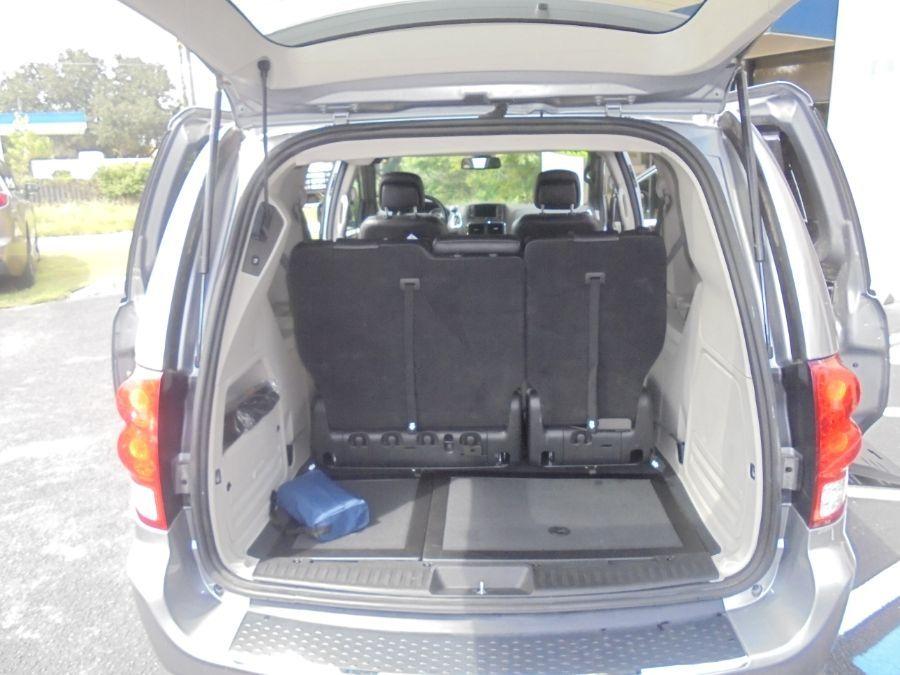 Silver Dodge Grand Caravan image number 23