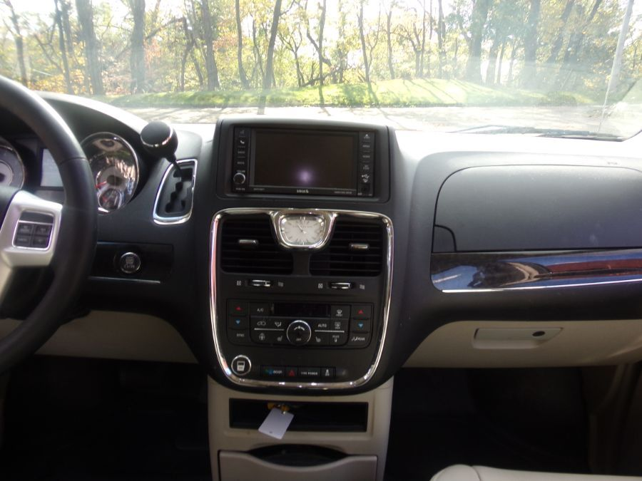 Black Chrysler Town and Country image number 13
