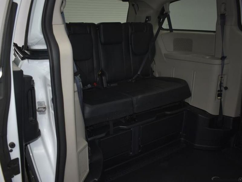 White Chrysler Town and Country image number 22