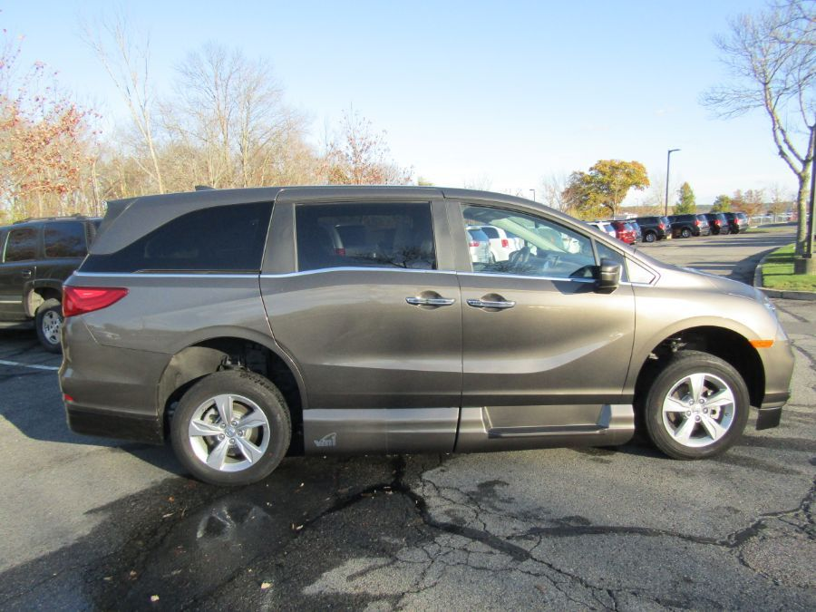 Gray Honda Odyssey image number 5