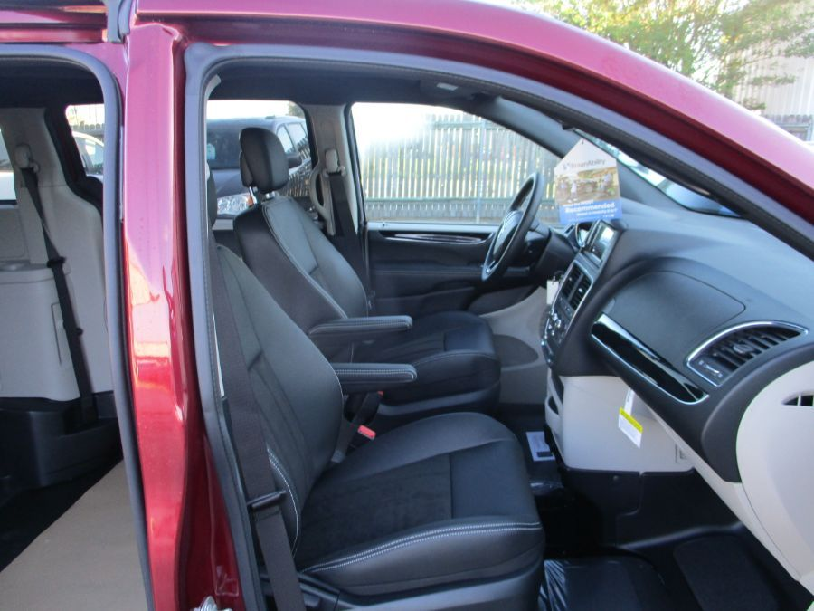 Red Dodge Grand Caravan image number 13