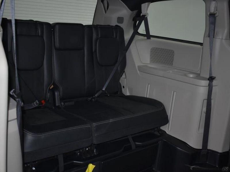 Gray Dodge Grand Caravan image number 8