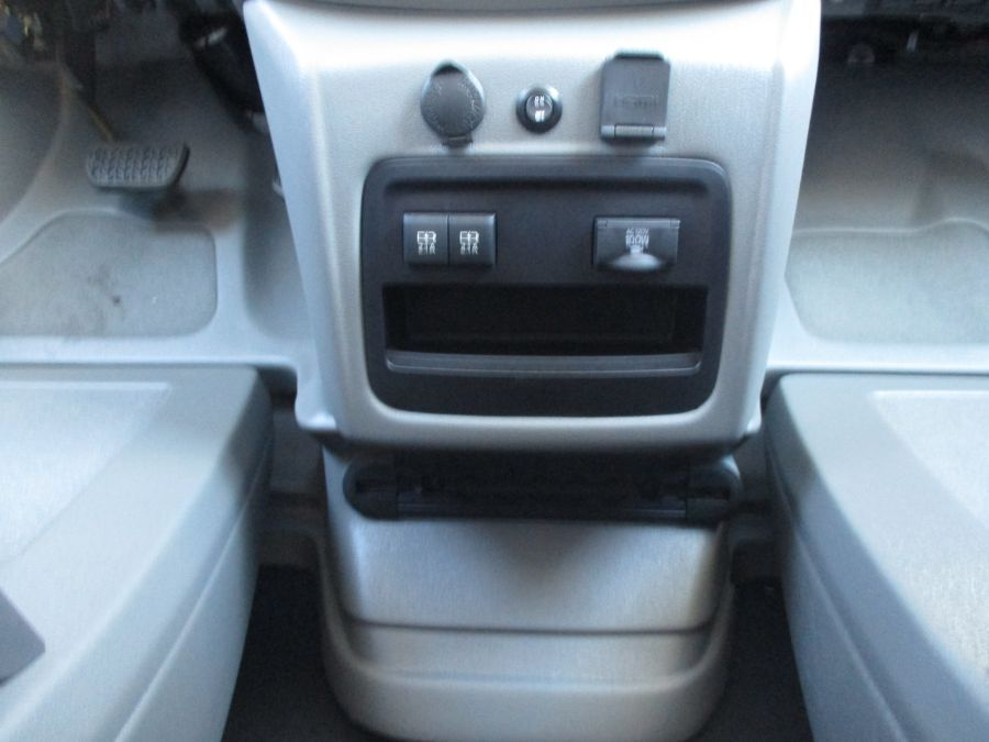 Silver Toyota Sienna image number 12