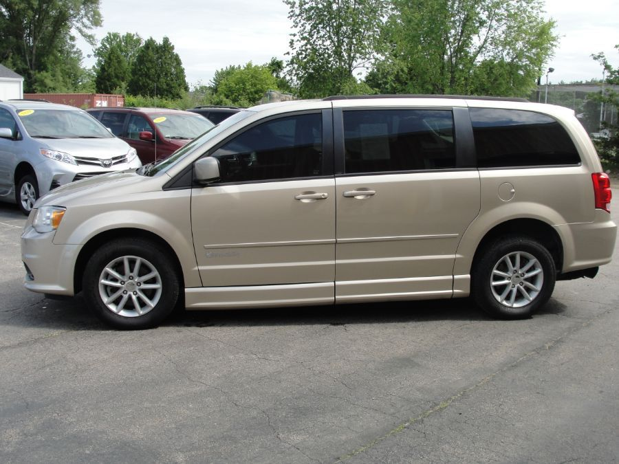 Brown Dodge Grand Caravan image number 4