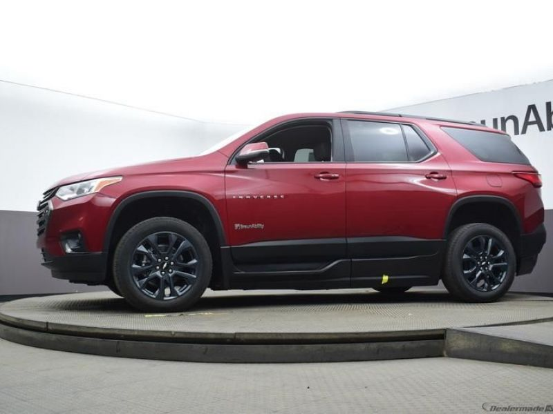 Red Chevrolet Traverse image number 15