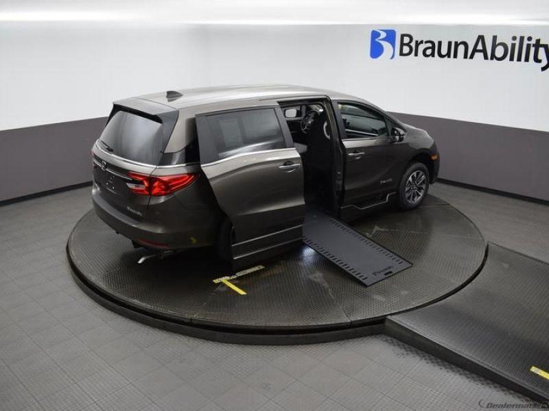 Gray Honda Odyssey image number 23