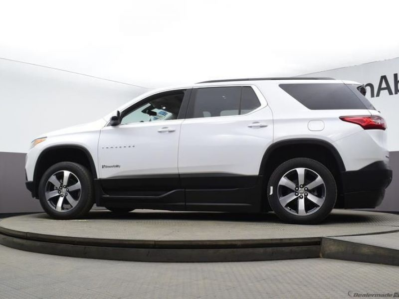 White Chevrolet Traverse image number 16